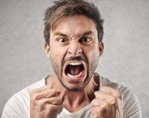 عصبانیت و گیر دان به افراد پیرامون