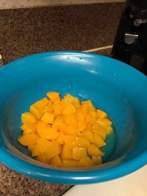 طرز تهیه سالاد میوه به صورت تصویری