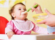 زمان دادن غذای کمکی به کودکان شیرخوار