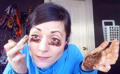 تاثیر پودر قهوه برای ناحیه زیر چشم
