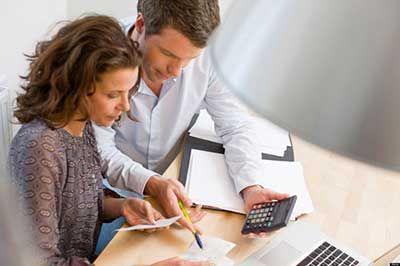 مناقشه بر سر مسائل مالی همسران