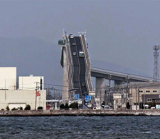 پل وحشتناک ماشین ها در ژاپن را ببینید