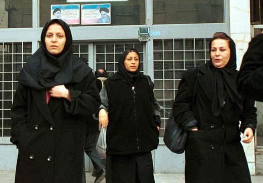 تغییرات مانتوهای زنان ایرانی در گذر زمان