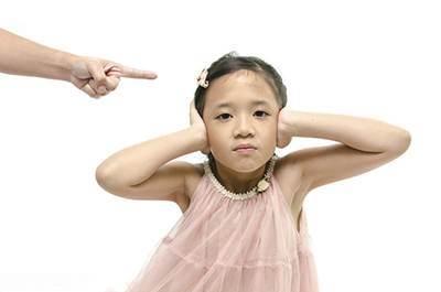 کودکان حرف گوش کن و خوب تربیت کنیم