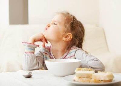 ارائه راهکار وقتی کودکان لب به غذا نمی زنند