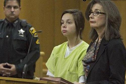 زایمان پنهانی دختر بدکاره 14 ساله در حمام +عکس