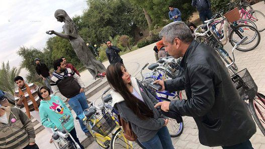 عکسهای دوچرخه سواری دختران زیبای عراقی