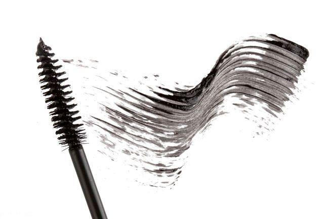 این خطاهای آرایشی چهره شما را خسته می کنند