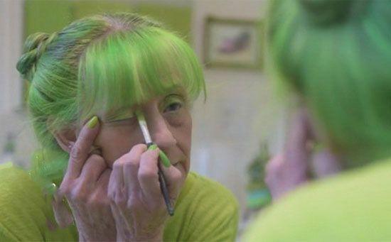 همه زندگی عجیب این زن به رنگ سبز است