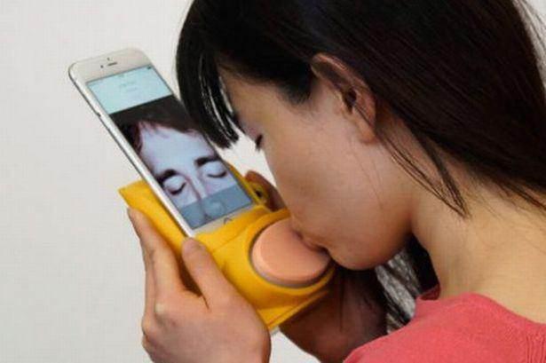 فناوری جالب لب گرفتن از راه دور را ببینید