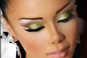 مقایسه سایه پودری و سایه مایع برای آرایش چشم