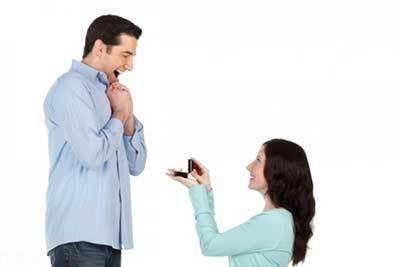وقتی دختر در خواستگاری از پسر پیش قدم می شود