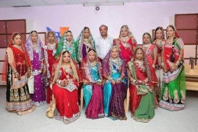 مردی که برای دختران جوان عروسی می گیرد