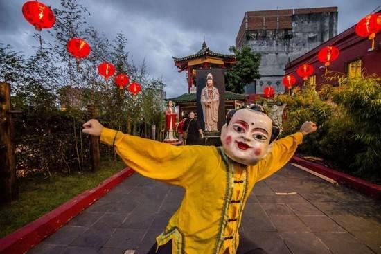 مردان و زنان در جشنواره سال نوی چینی 2017