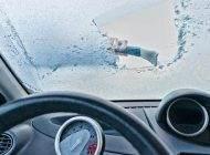 ترفند از بین بردن یخ شیشه جلوی خودرو
