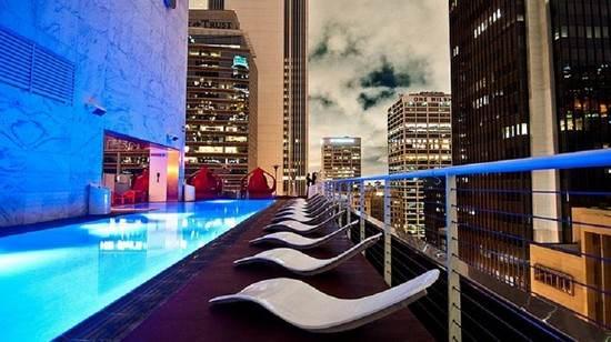 استخرهای هیجان انگیز در هتل های جهان را ببینید