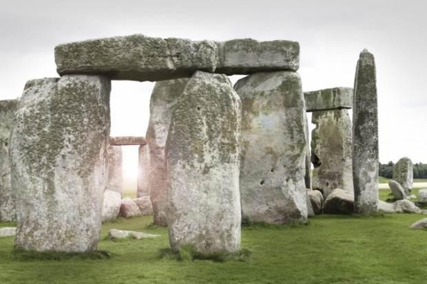 چه کسانی بنای استون هنج را ساخته اند؟
