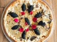 گران ترین پیتزای جهان را با ورقه طلا نوش جان کنید