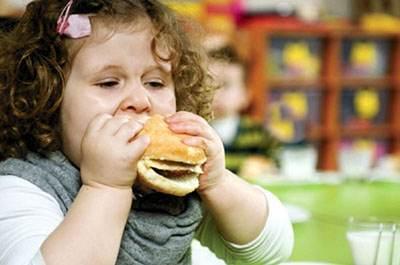 بررسی دلایل اصلی چاقی در کودکان