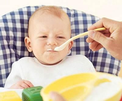 درباره زمان شروع غذا دادن به نوزادان