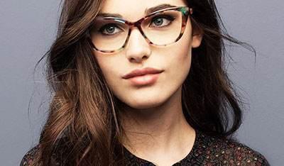مدل های عینک که این روزها روی مد هستند