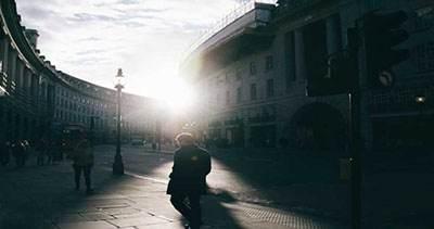 تنهایی افراد در جامعه مدرن و پیشرفته امروزی