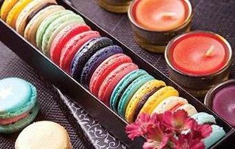 طرز تهیه شرینی ماکارون با رنگ های مختلف