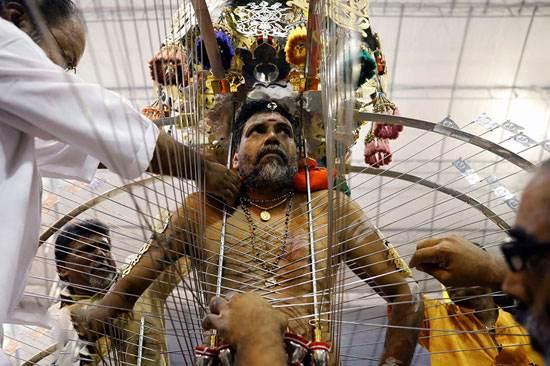 عکس های ترسناک از جشنواره عجیب هندی در مالزی