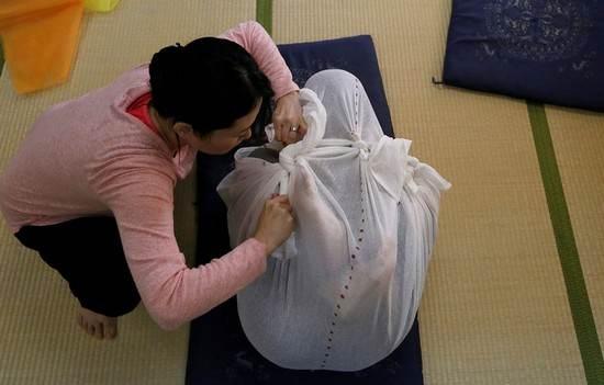 درمان زنان و مردان با قنداق در کشور ژاپن