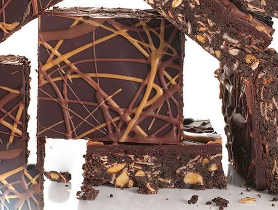 دسر شکلاتی همراه با کره بادام زمینی خوشمزه
