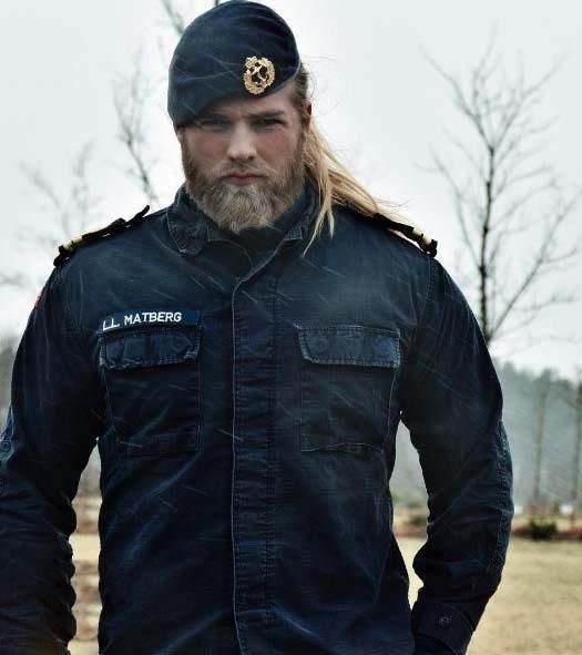 لاسی متبرگ جذاب ترین افسر پلیس دنیا