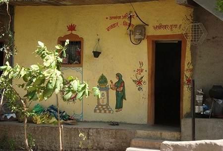 در خانه های این روستا در و قفل وجود ندارد
