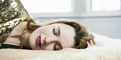 خوابیدن با آرایش برای خانم ها مطلقا ممنوع