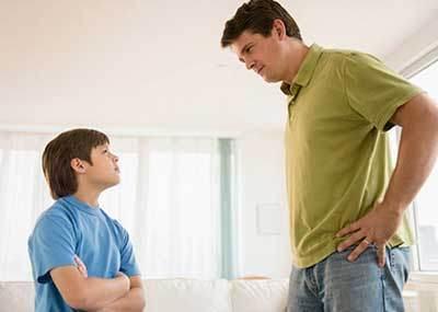 مقابله پدر و مادر با بدرفتاری های فرزندان