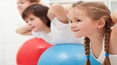 فعال تر شدن کودکان با کمک پدر و مادرها