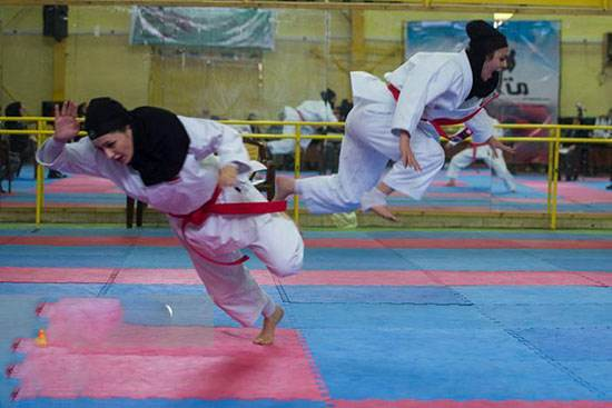 دختران کاراته کار ایرانی در حال مسابقه و تمرین
