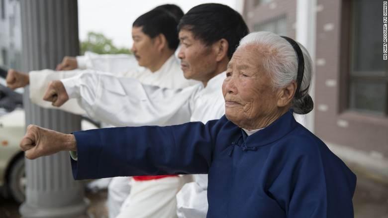 پیرزن 93 ساله چینی استاد کنگ فو است
