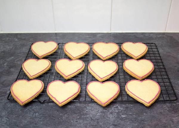 طرز تهیه کوکی های قلبی شکل برای روز ولنتاین