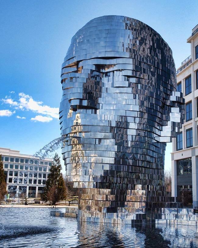 عکس های عجیب از مجسمه های مفهومی سراسر جهان