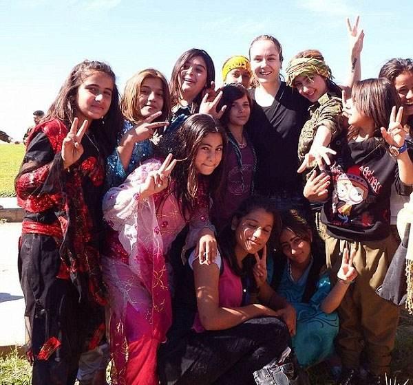 دختر زیبای انگلیسی در جبهه جنگ با داعش