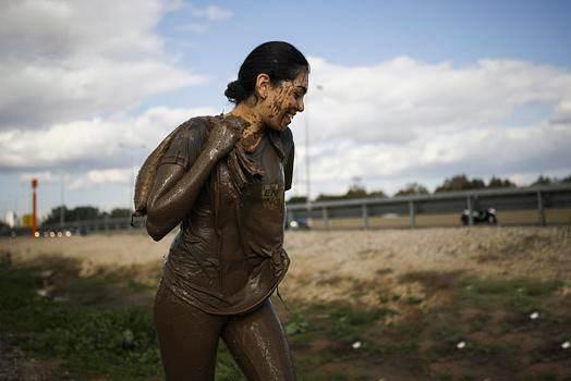 تمرین مختلط سربازان دختر و پسر اسرائیلی در باتلاق