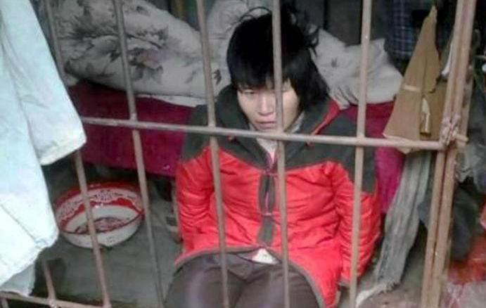 زنی که 10 سال تمام درون قفس در جنگل زندانی بود
