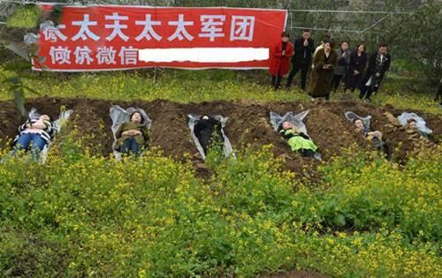 اقدام عجیب زنان مطلقه چینی و خوابیدن در قبر