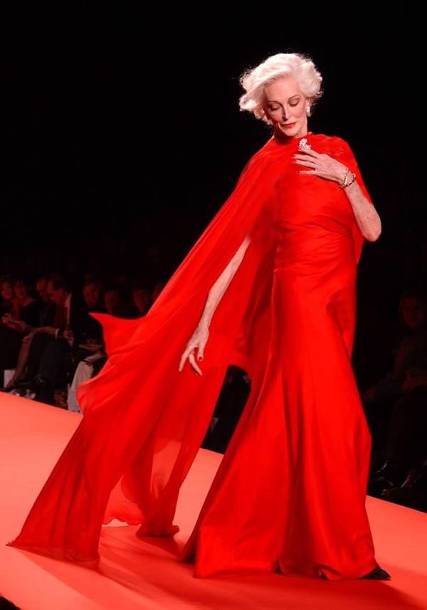 کارمن دلورفیس سوپر مدل جنجالی 85 ساله در جهان