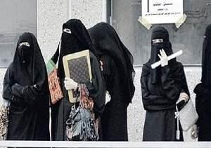 اخراج جنجالی دختران زخمت در دانشگاه عربستان