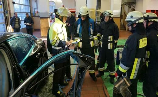 اسقاط پورشه پانامرا برای آموزش نیروی آتش نشانی