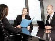 عادت های اشتباه که نباید هنگام مصاحبه انجام داد