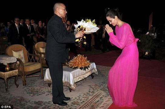 صحبت های جنجالی آنجلینا جولی درباره طلاقش