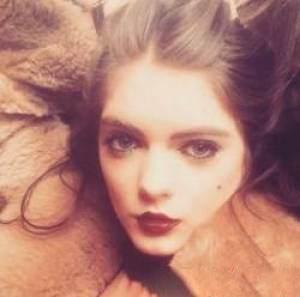 دختری که به خاطر خوشگلی و جذابیت از کار اخراج شد