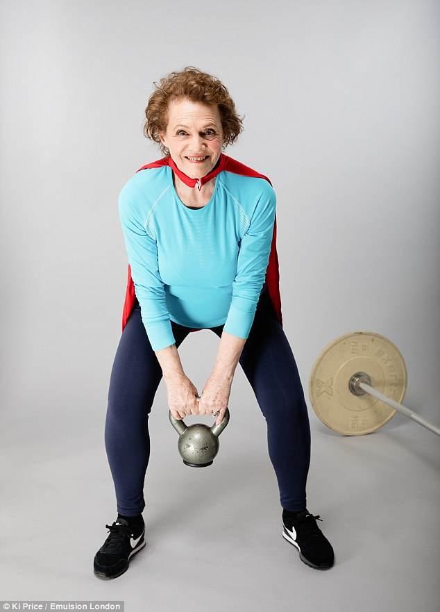 پیرزن 74ساله وزنه بردار حرفه ای را ببینید